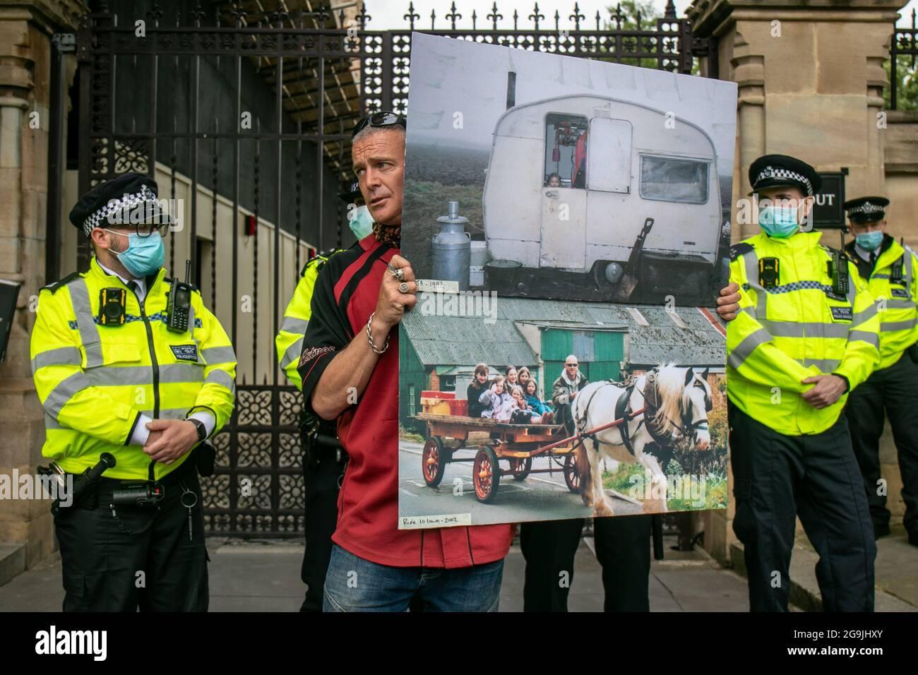 Los ocupantes ilegales y los viajeros en contra de Policing Bill protestan en Londres Foto de stock