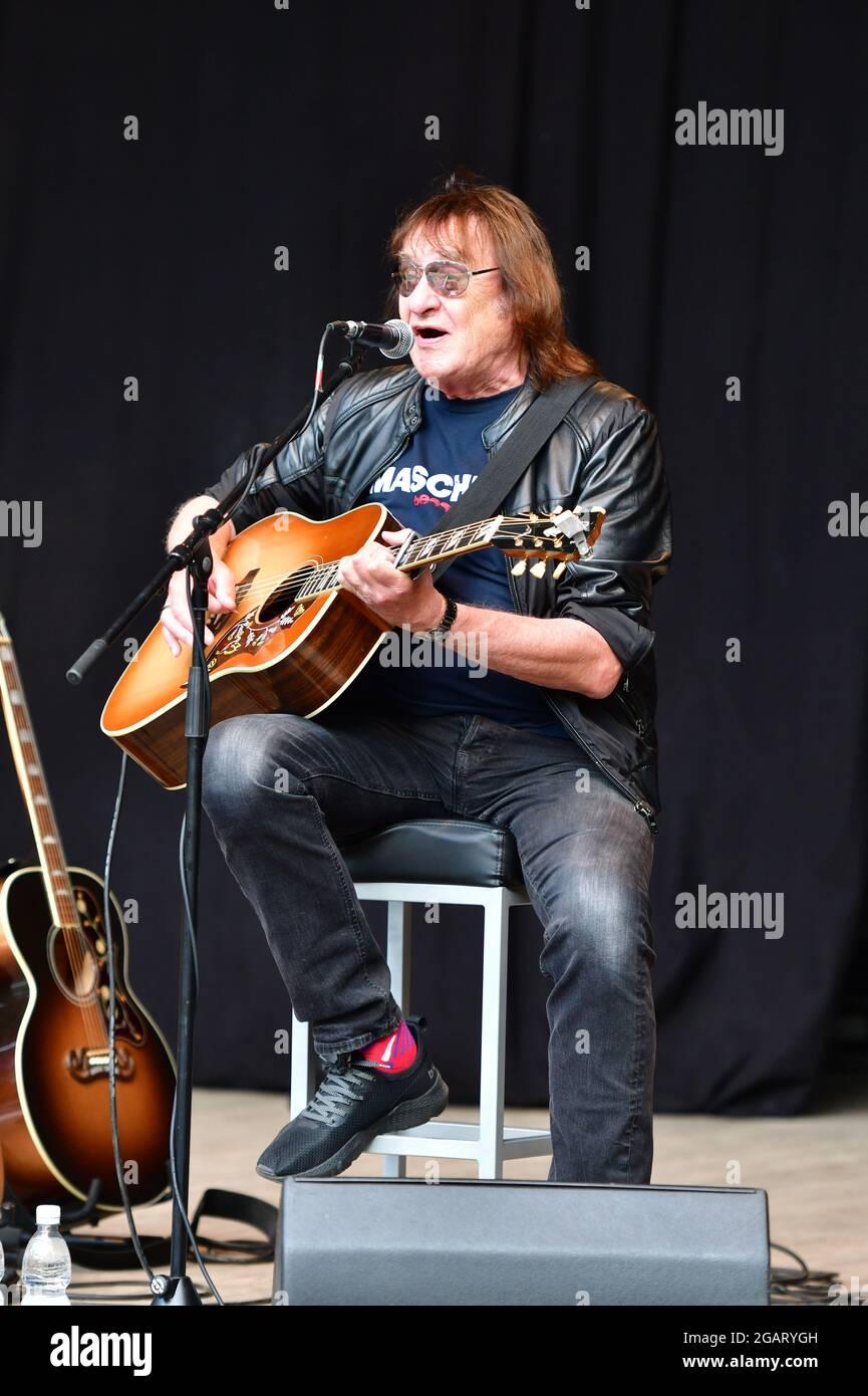 Dieter Birr beim Open Air: Maschine intim - Lieder für Generationen mit Uwe Hassbecker im Parktheater im Großen Garten. Dresde, 31.07.2021 Foto de stock
