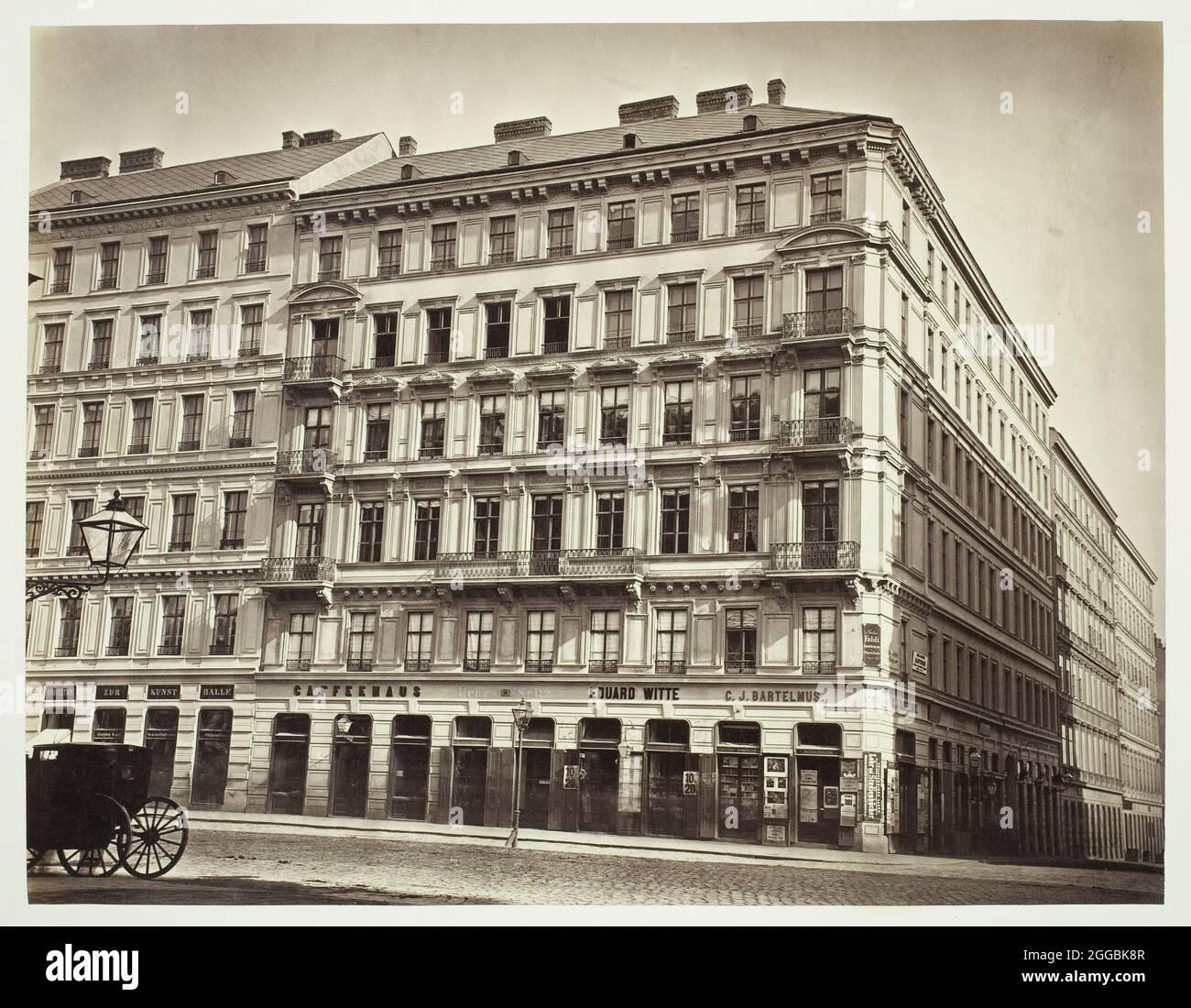 Kärnthnerstraße No. 59, Zinshaus des Herrn Sam Maeir, 1860s. Viena bloque de apartamentos sobre tiendas. Estampado de albumen. Foto de stock