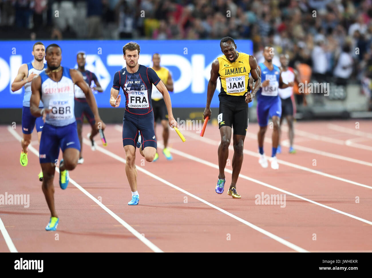 London, UK. 12th August, 2017. Usain Bolt pulled up injured in his final ever race, at the 4x100 relays at the IAAF Foto de stock
