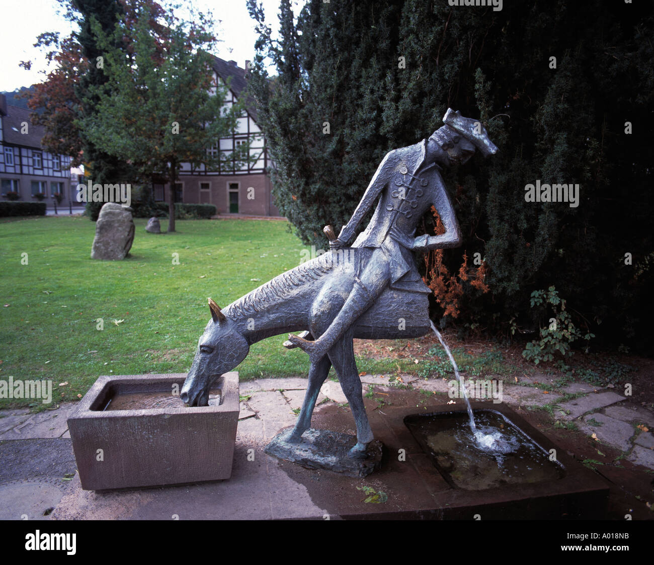 Skulptur, Plastik, Brunnenfigur, Muenchhausen-Brunnen', 'Luegenbaron Muenchhausen, Bodenwerder, el Weser, el Weserbergland, Niedersachsen Foto de stock