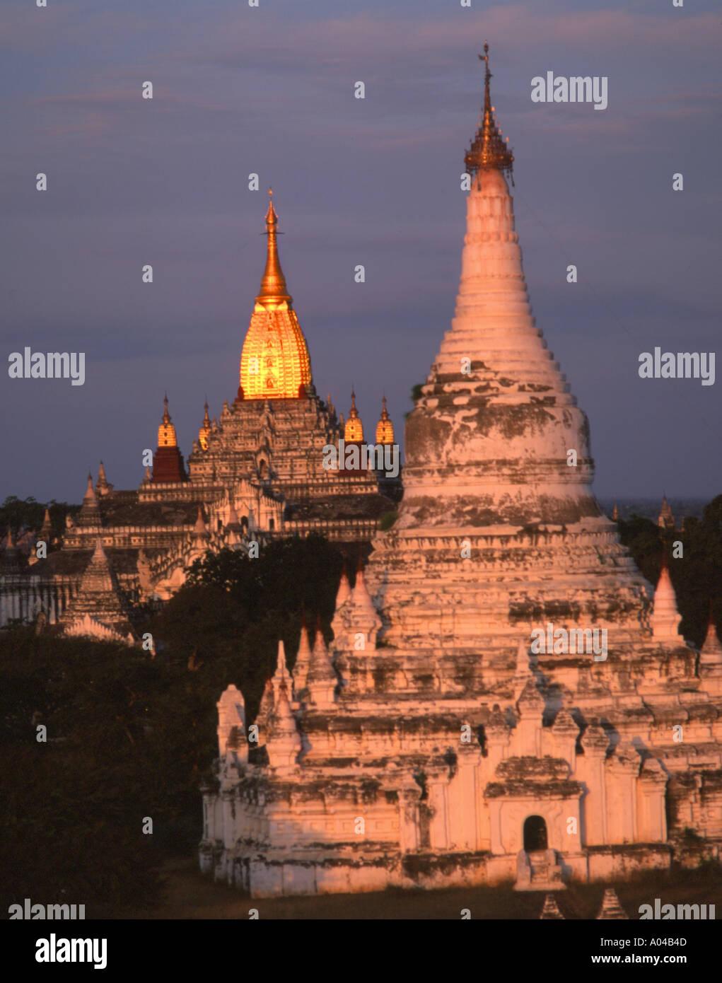Myanmar (Birmania), Bagan templos al atardecer Foto de stock