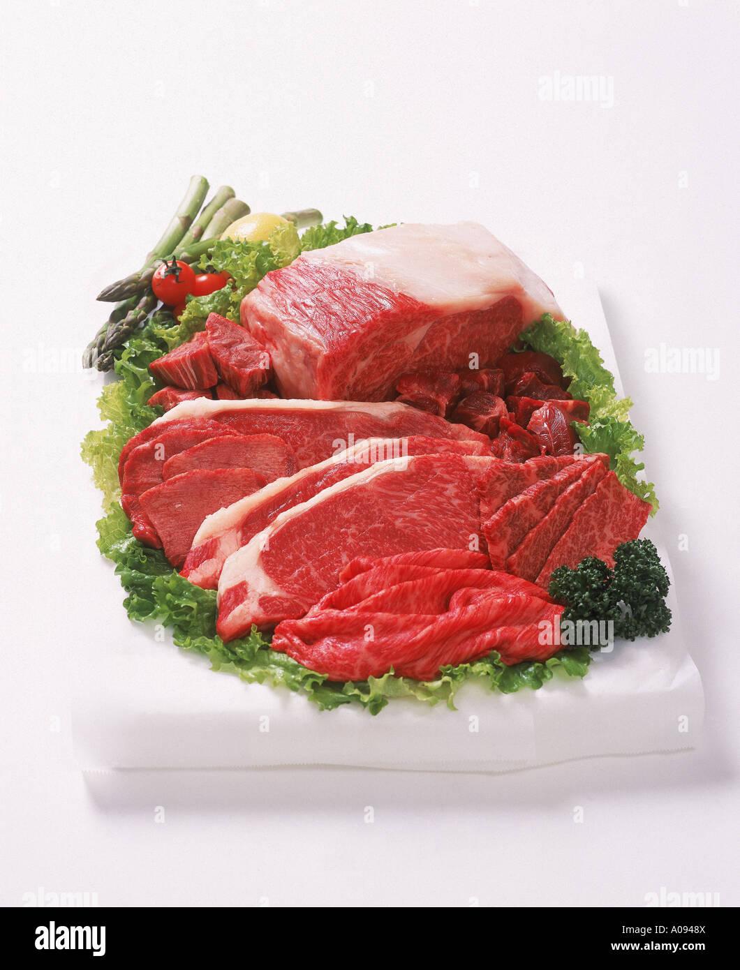 69eae41f48 Surtido de cortes de carne de vacuno con verduras Foto   Imagen De ...