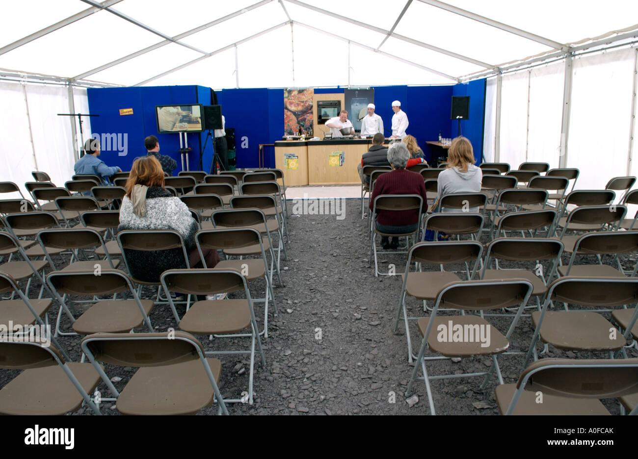 Audiencia dispersa en demostración de cocina en Conwy Festival de ...