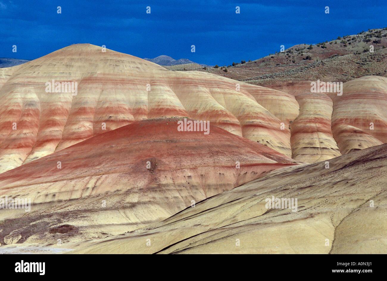 Cerros pintados John Día yacimientos fósiles Monumento Nacional de Oregon Oriental usa colores cambian con el tiempo del día clima contenido de humedad Foto de stock