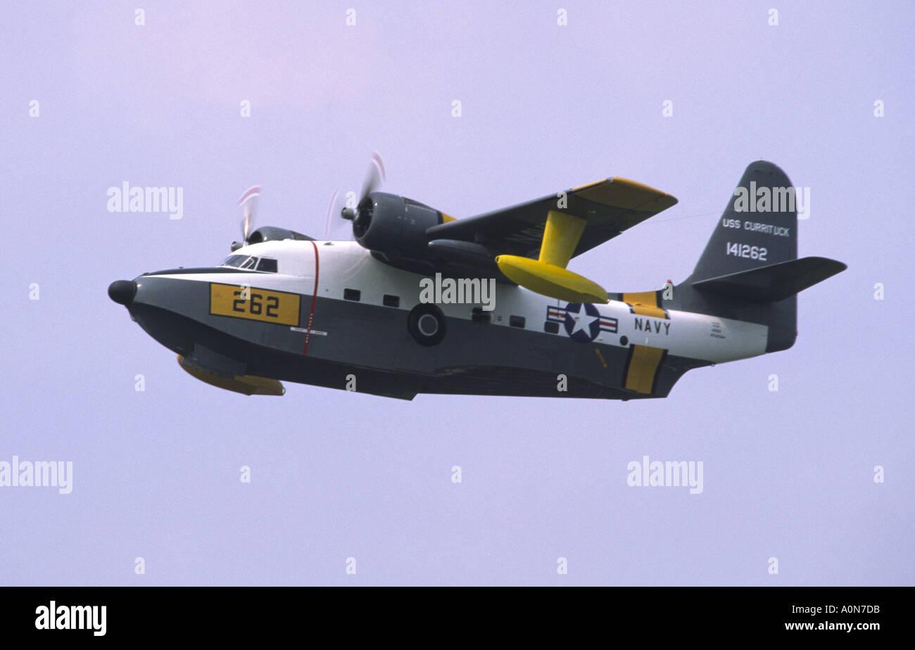 Grumman HU16C albatros volando barco anfibio de la US Navy despegar el aeropuerto de Coventry Airshow Foto de stock