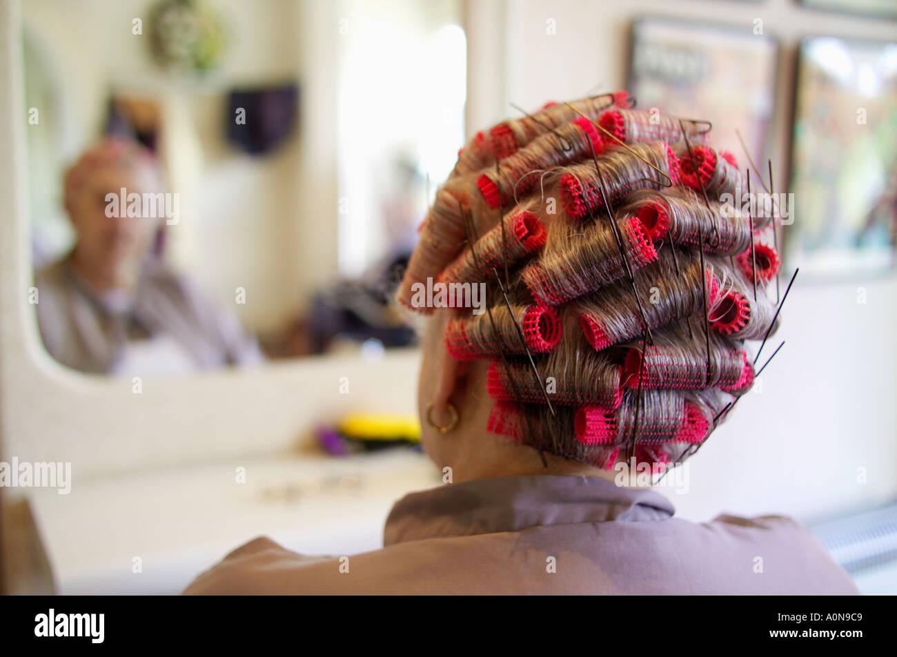 Lady 70s 80s en las peluquerías tradicionales Inglaterra Imagen De Stock