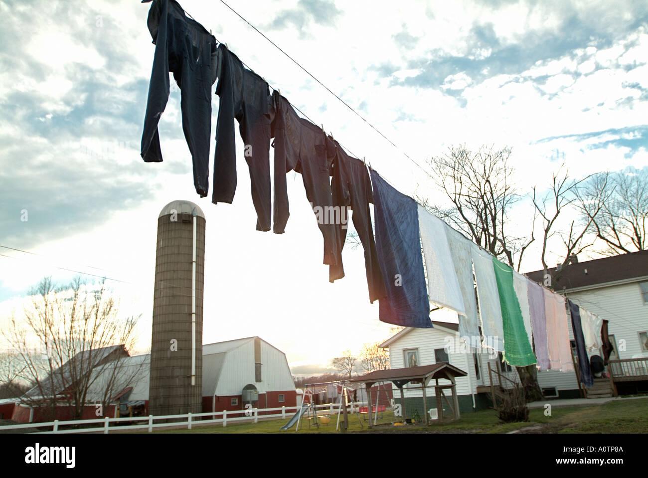 Línea de ropa en una granja Amish cerca de Arcola Illinois Imagen De Stock