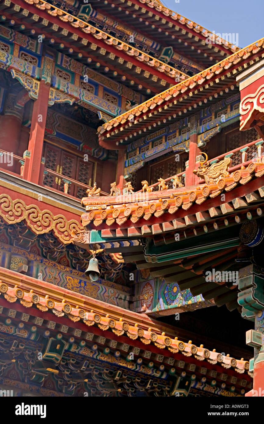 CHINA BEIJING el Templo Lama es el más famoso templo budista tibetano fuera de Tíbet con hermosos tejados frescos Foto de stock
