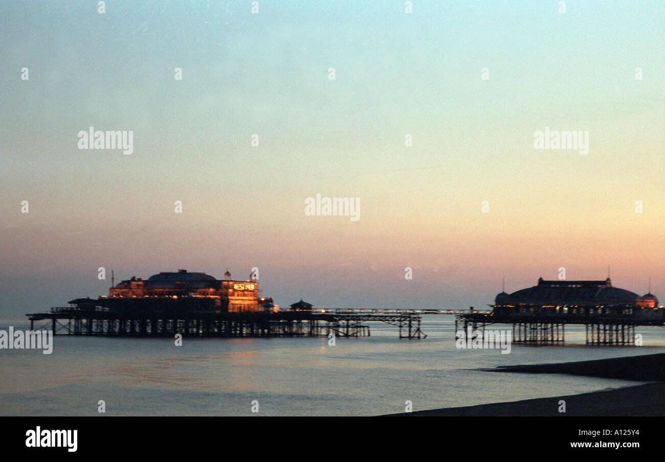 West Pier Brighton antes de que colapsara en el mar en East Sussex Foto de stock
