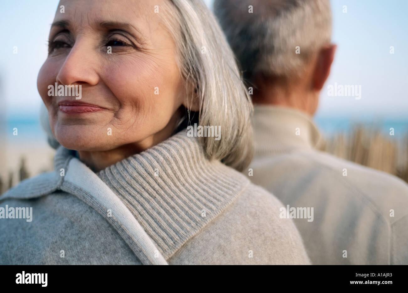Las parejas ancianas espalda Foto de stock