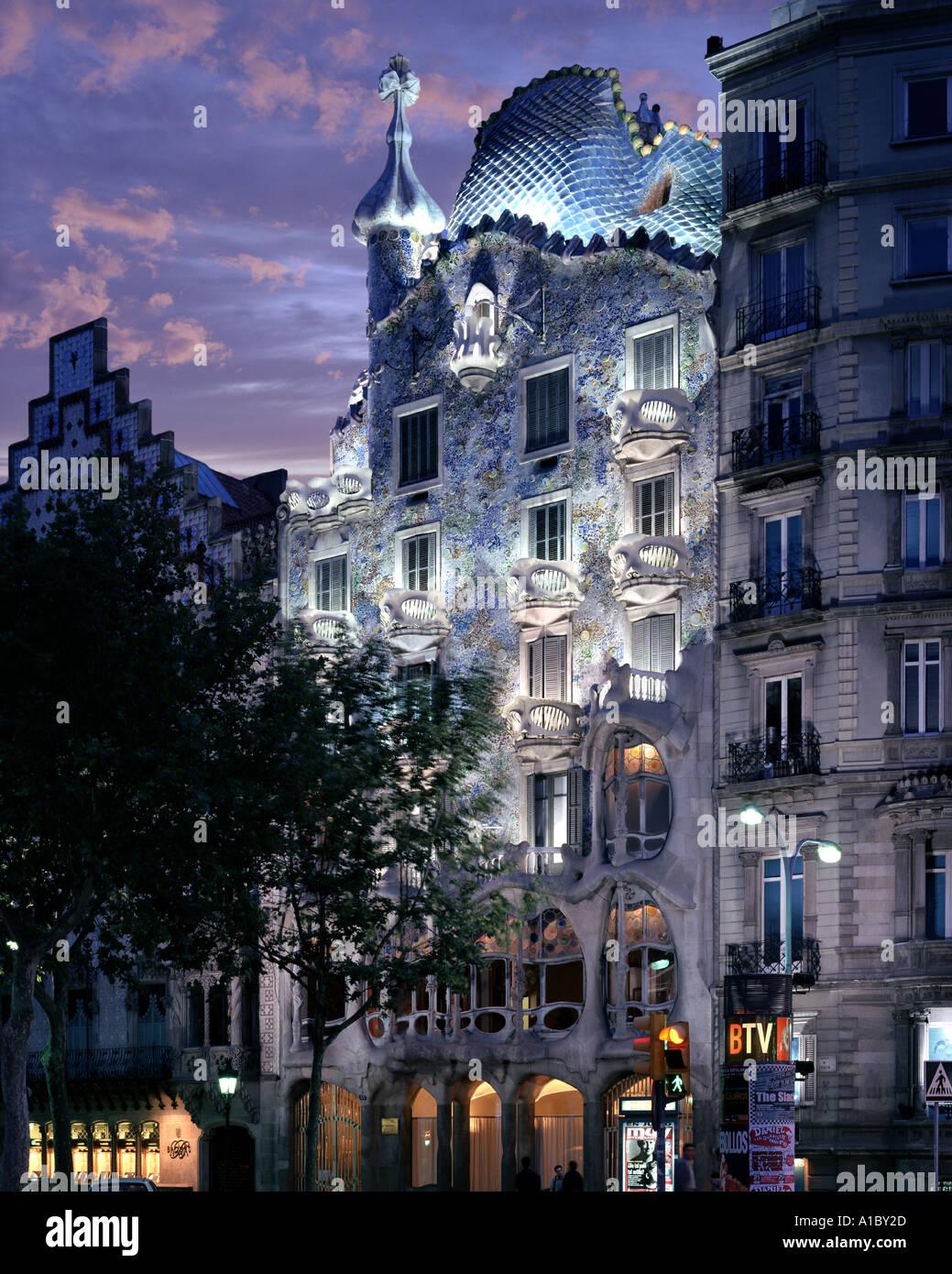 ES - BARCELONA: la Casa Batlló de Antoni Gaudí Imagen De Stock