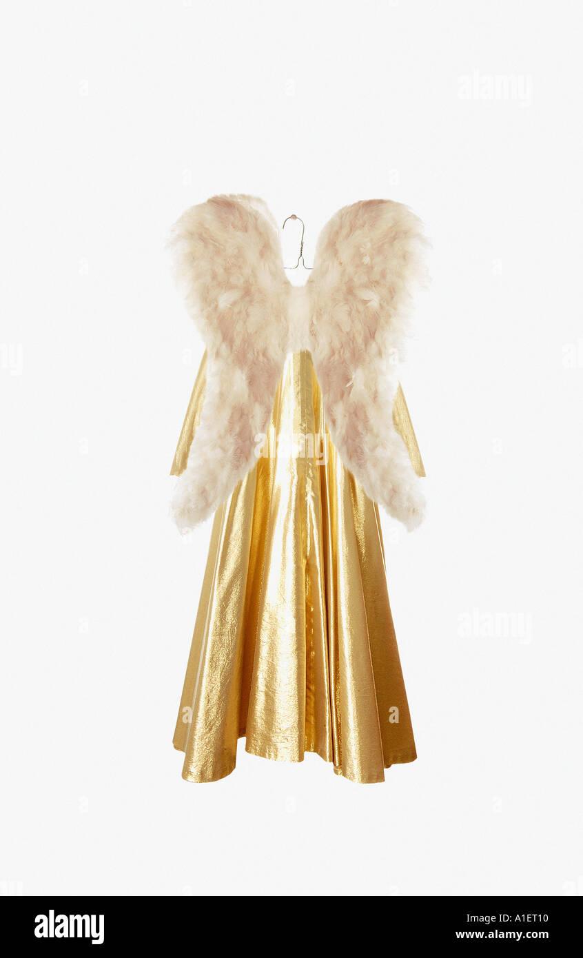 Traje de ángel en el colgador Foto de stock