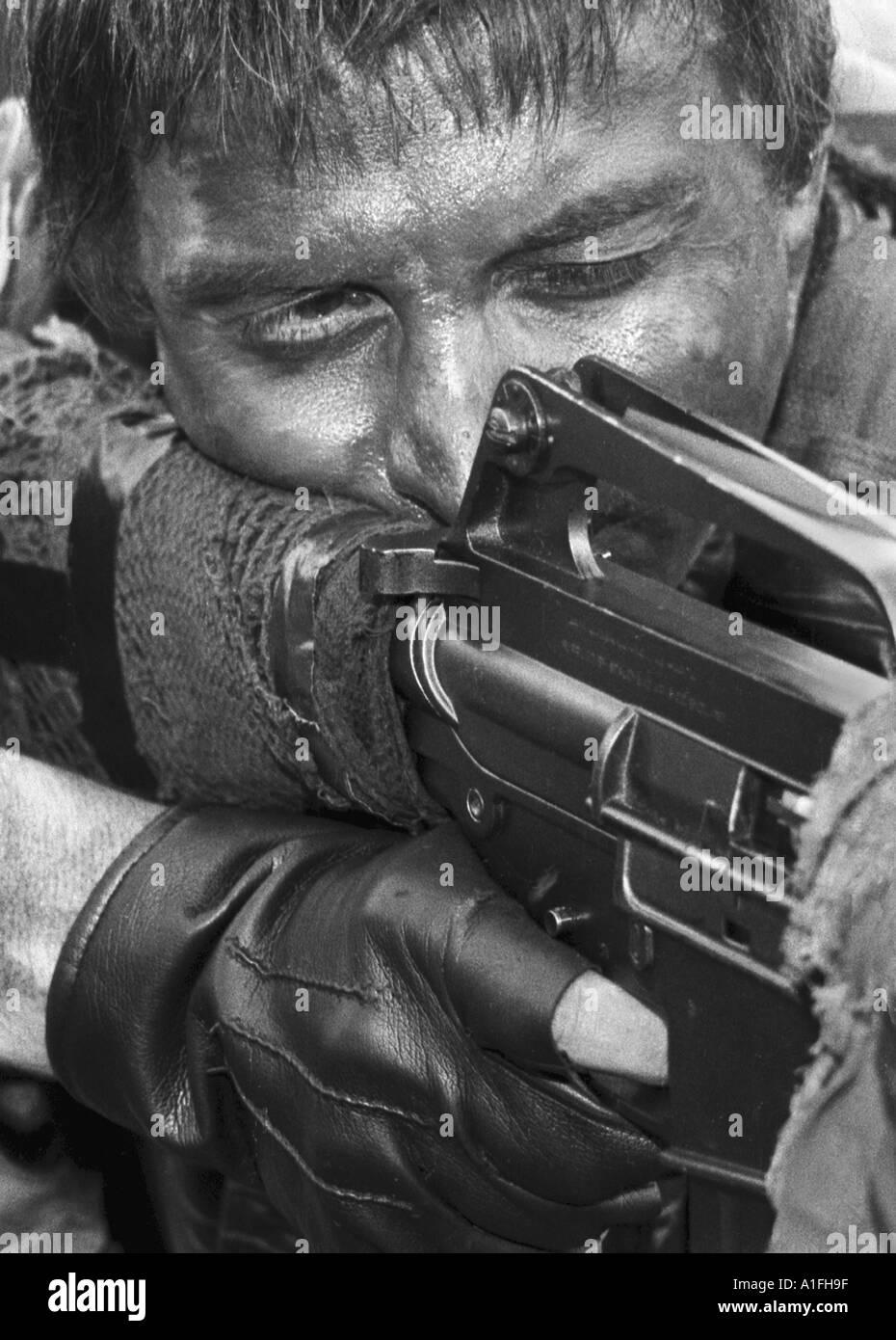 Hombre en traje de Fuerzas Especiales del Ejército estadounidense en  Vietnam 1e976125059