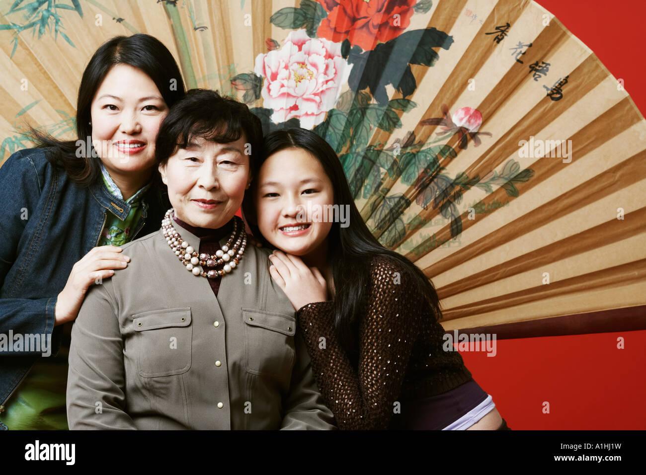 Retrato de una abuela con su hija y su nieta Imagen De Stock