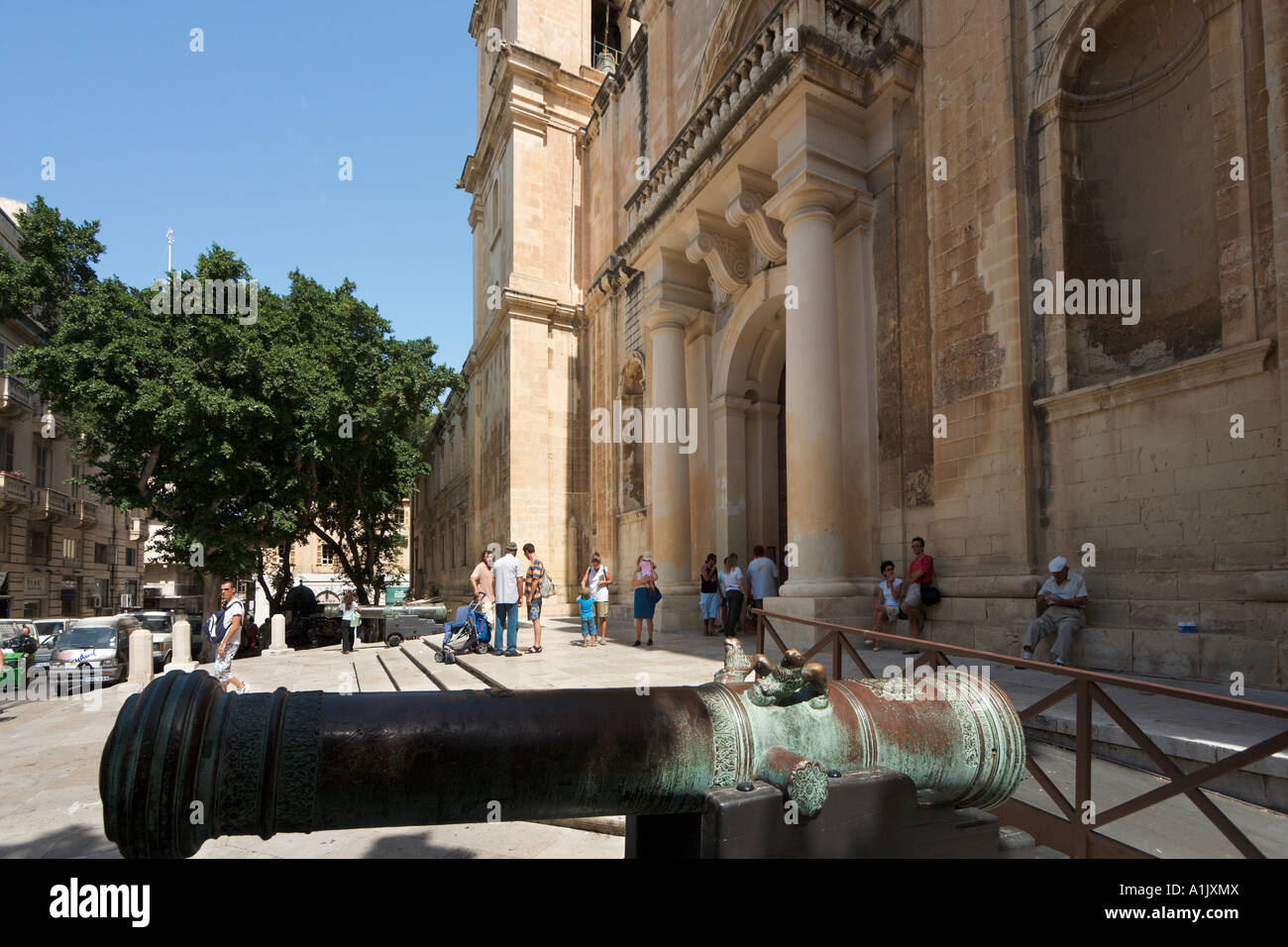 Entrada a la Catedral de St John's Co, St John's Square, Valletta, Malta Foto de stock