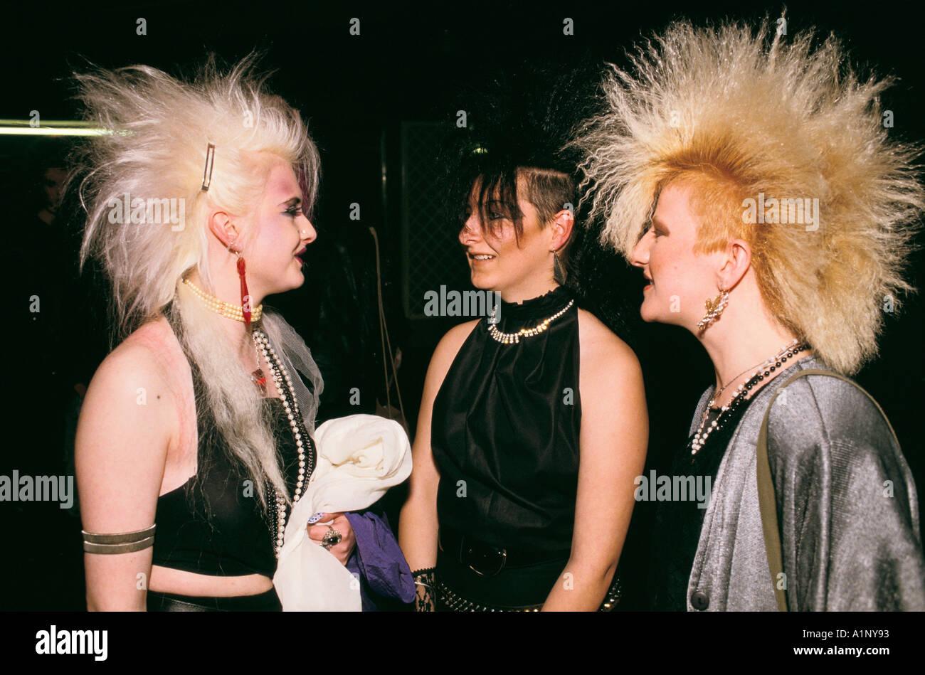 Los nuevos románticos culto de jóvenes seguidores de la banda de pop Sigue Sigue Sputnik 1980 80s UK HOMER SYKES Imagen De Stock