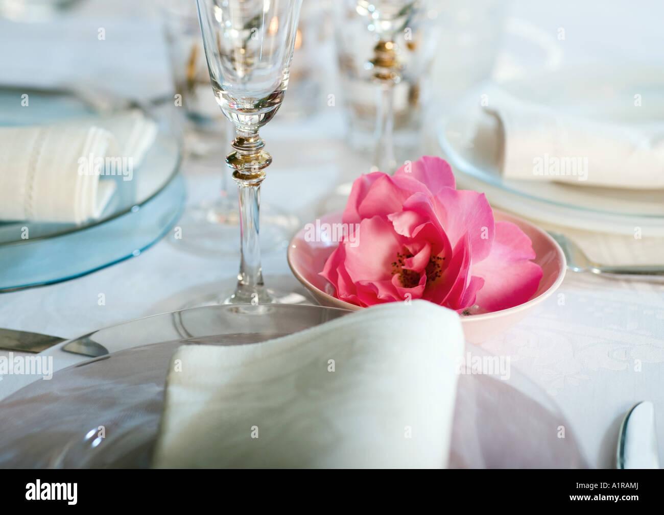 Establecer y decoradas mesa, cerca Foto de stock