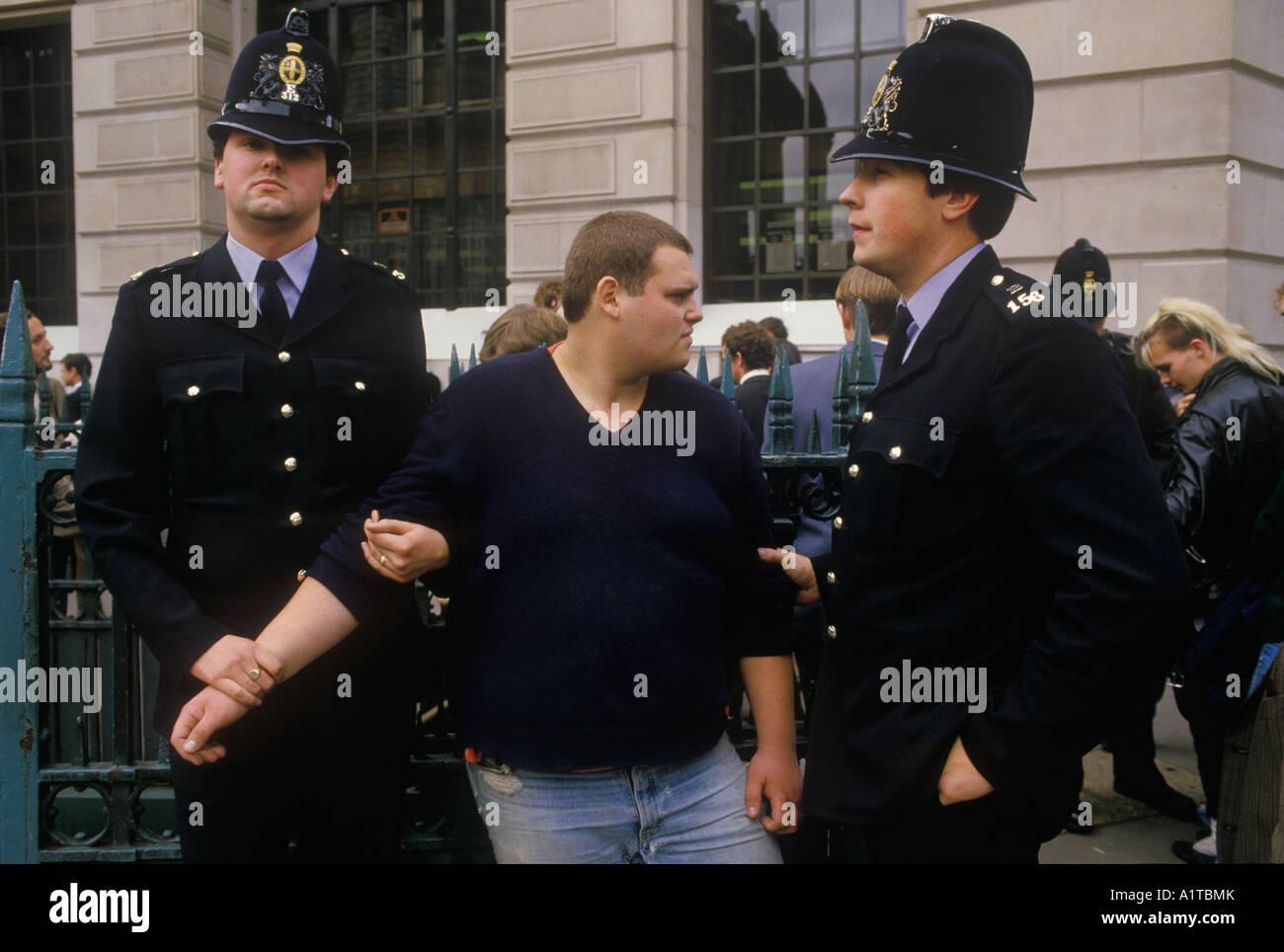 Dejar la ciudad Demo manifestación contra el capitalismo de la ciudad de Londres Inglaterra 1984 Imagen De Stock