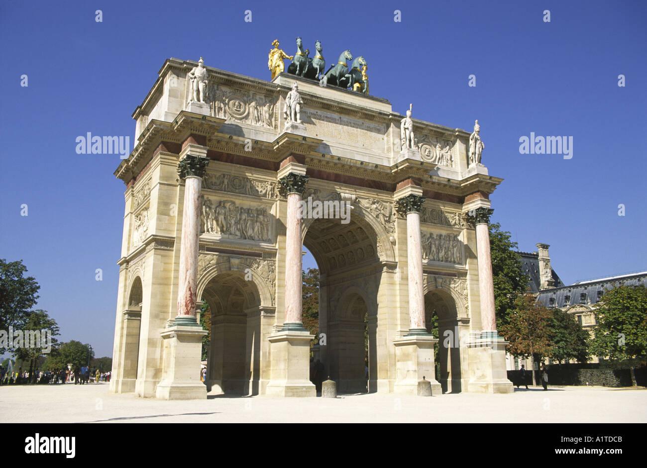 Arc de triomphe du Carrousel, Jardin des Tuilleries, París. Foto de stock