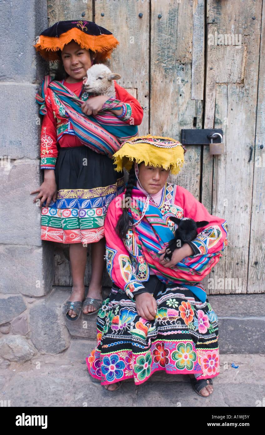 c894dc829 Girls Lambs Cuzco Peru Imágenes De Stock & Girls Lambs Cuzco Peru ...