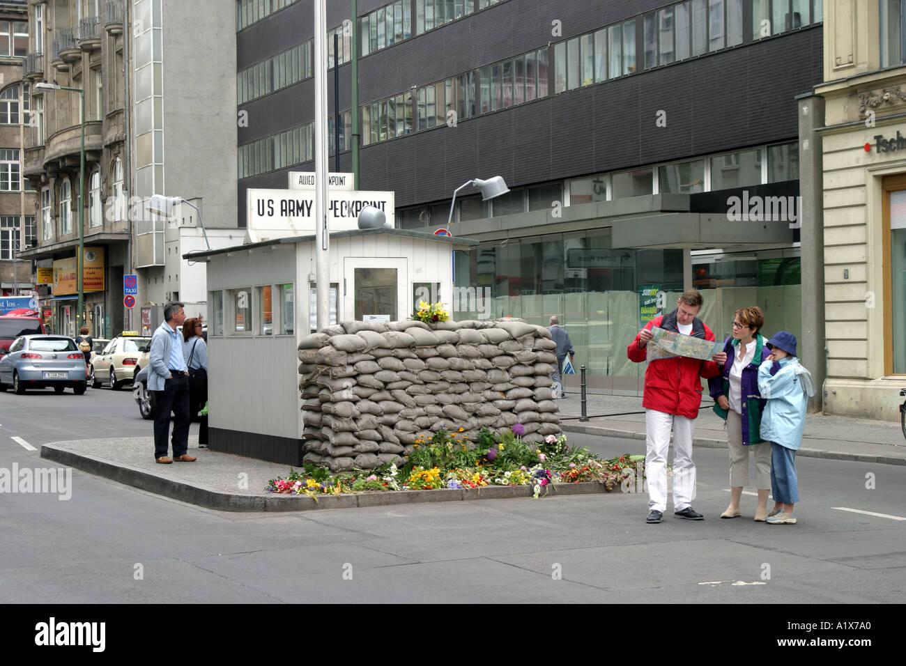 El Checkpoint Charlie, en Berlín, Alemania Imagen De Stock