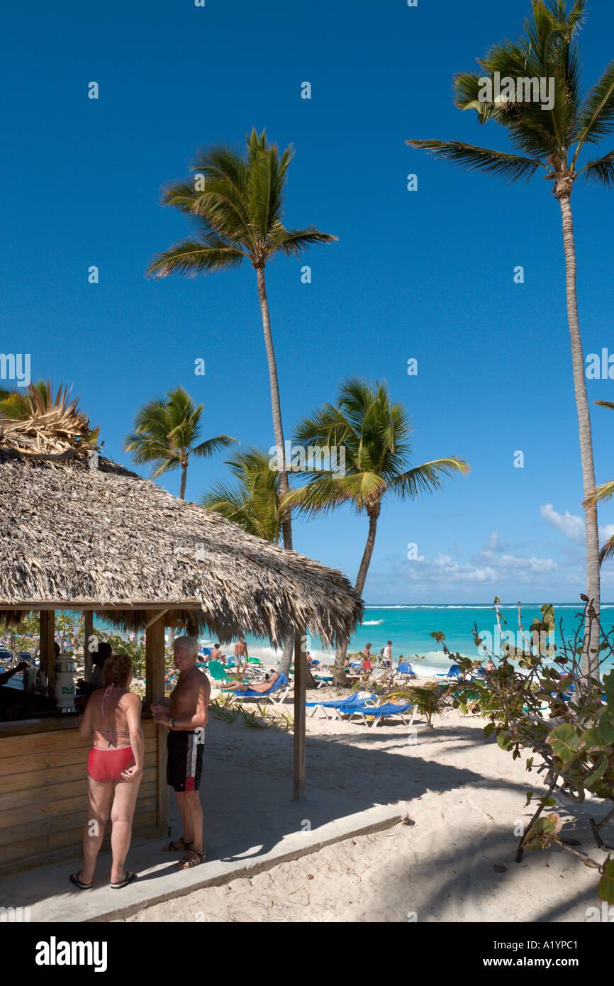 Bar en la playa Bavaro Palladium Hotel, Playa Bávaro, Punta Cana, en la costa oriental, República Dominicana Imagen De Stock