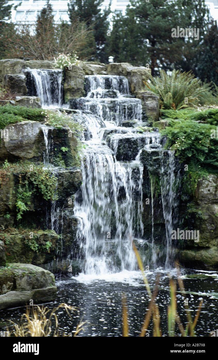 Cascada en kew gardens london Foto de stock