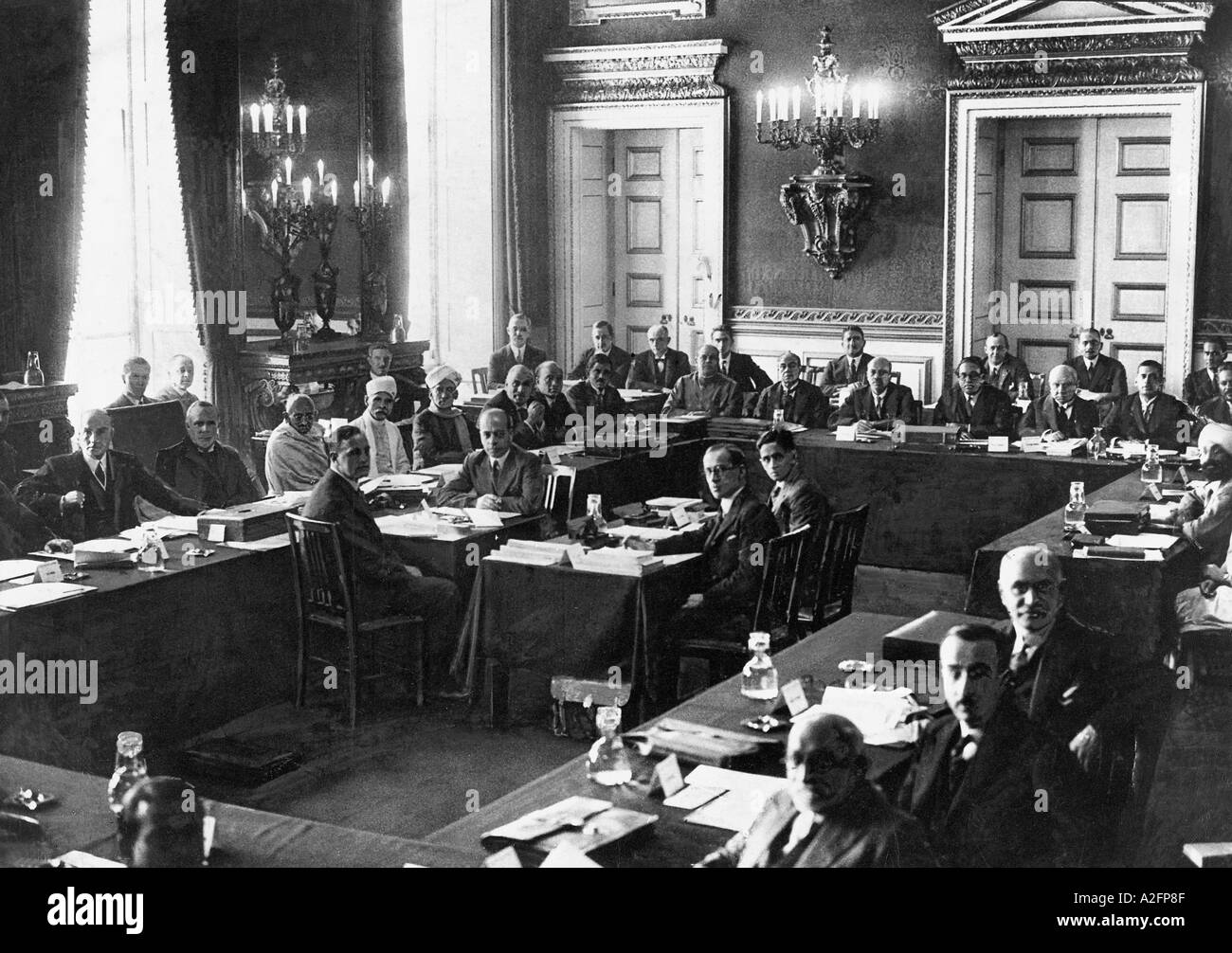 Picture of: Round Table Conference Fotos E Imagenes De Stock Alamy