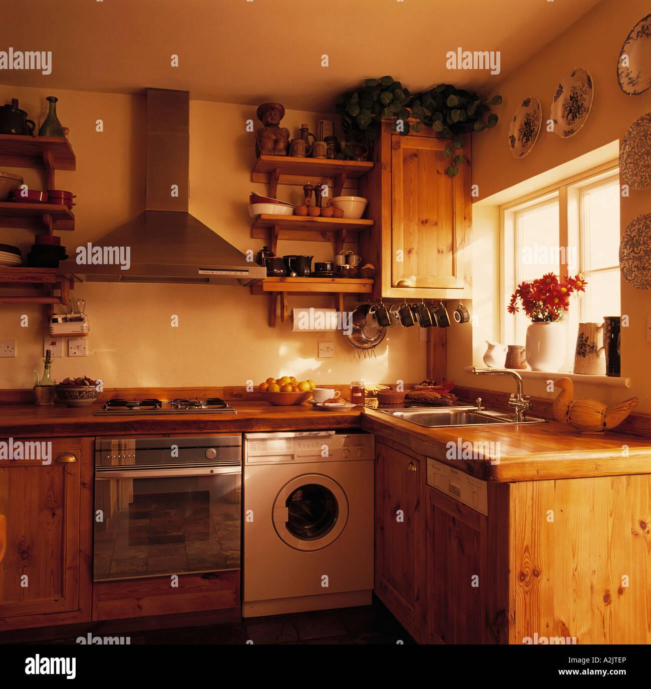 Hermosa Paquete De Electrodomésticos De Cocina Ocupa Reino Unido ...