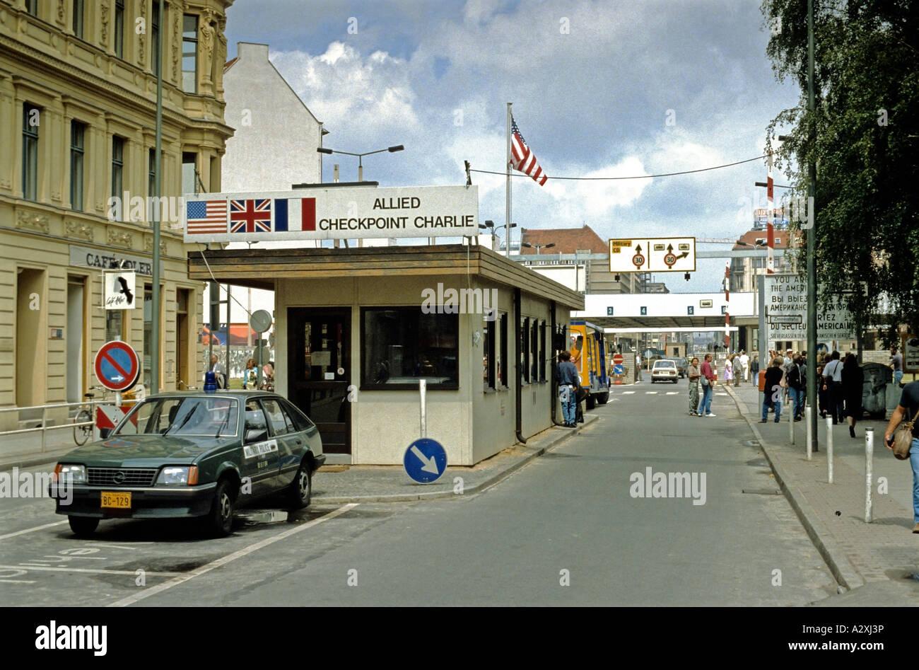 Allied Checkpoint Charlie, c. 1990, Berlín, Alemania Imagen De Stock