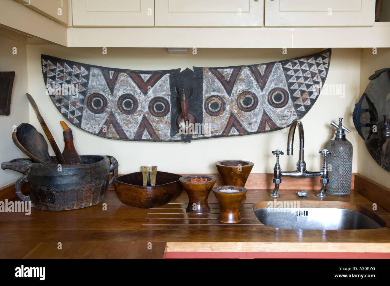 El lavabo de la cocina con el arte africano foto imagen for Lavabo cocina