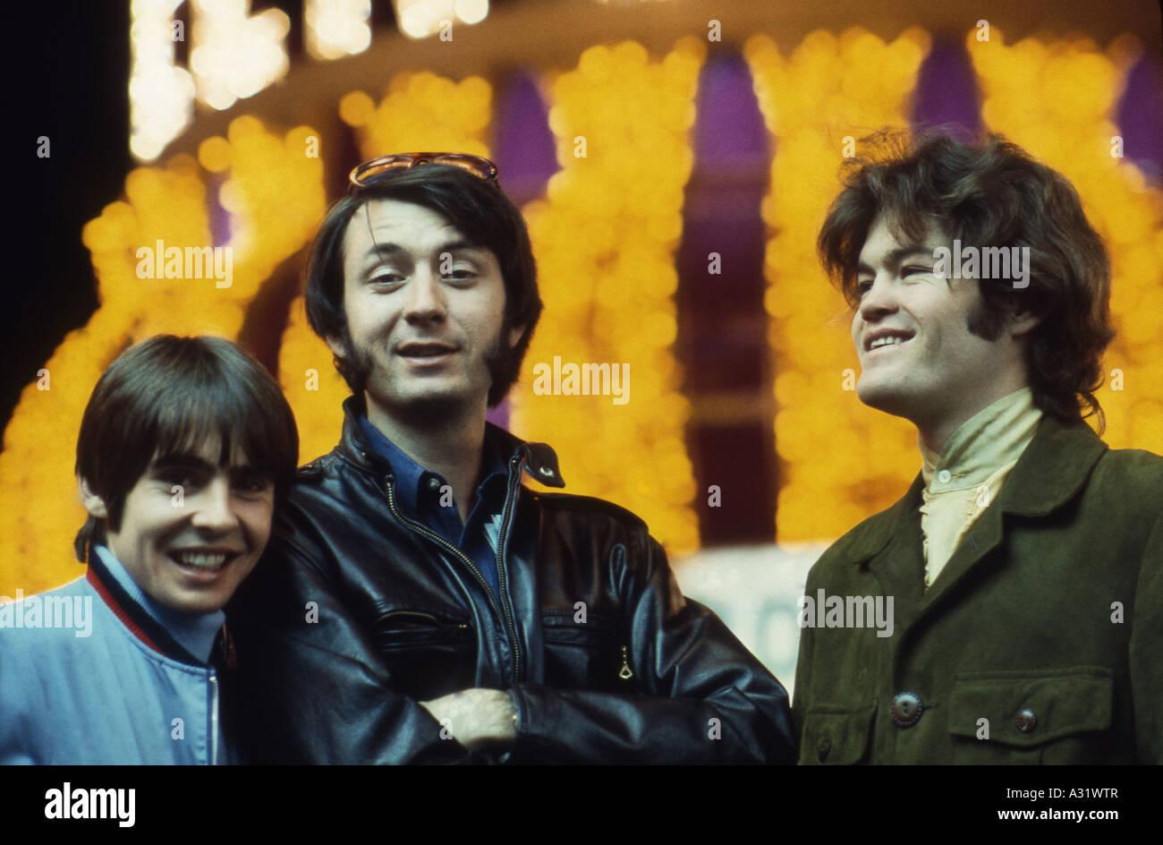 MONKEES Anglo/grupo pop estadounidense de izquierda Davy Jones, Mike Nesmith y Micky Dolenz Foto de stock