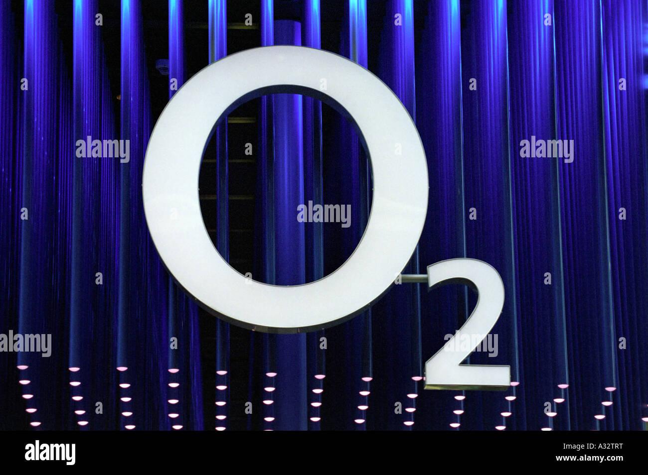CeBIT 2005 - Logotipo de O2, Hannover, Alemania Foto de stock