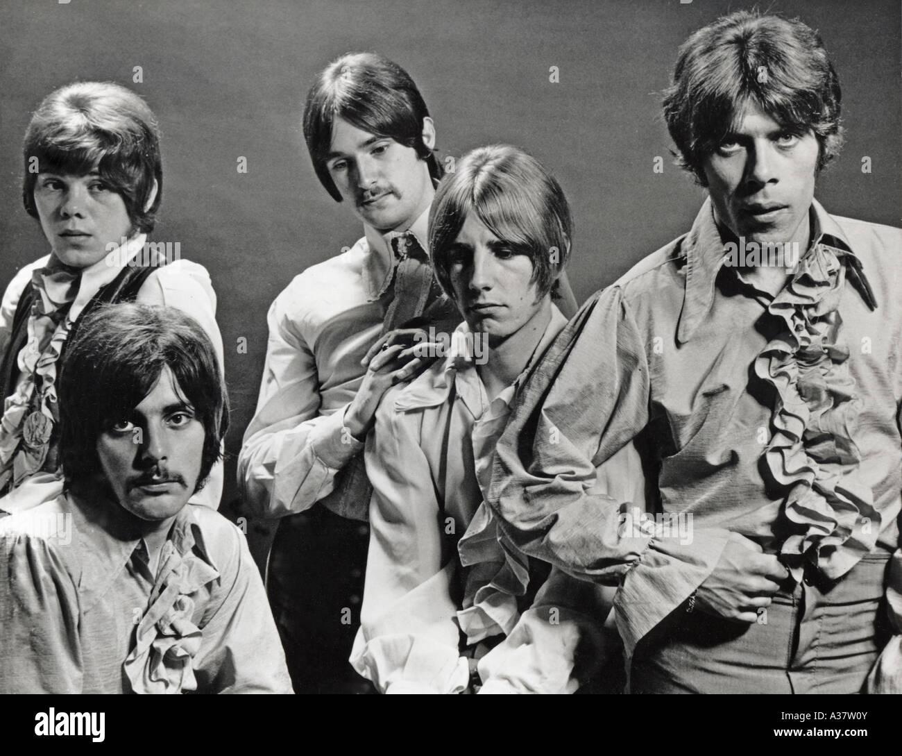 STATUS QUO Pro motional foto de grupo británico en 1968 de l: Alan Lancaster, Juan Coughlan, Francis Rossi y Rick Parfitt, Roy Lyne Foto de stock
