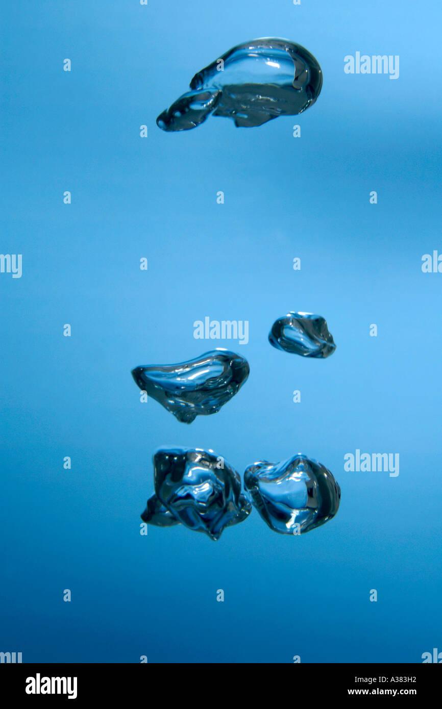 Burbujas de aire submarino ascendente Imagen De Stock