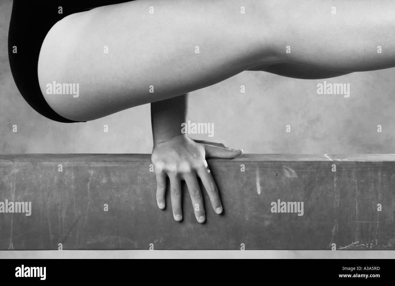 gimnasta en viga Imagen De Stock