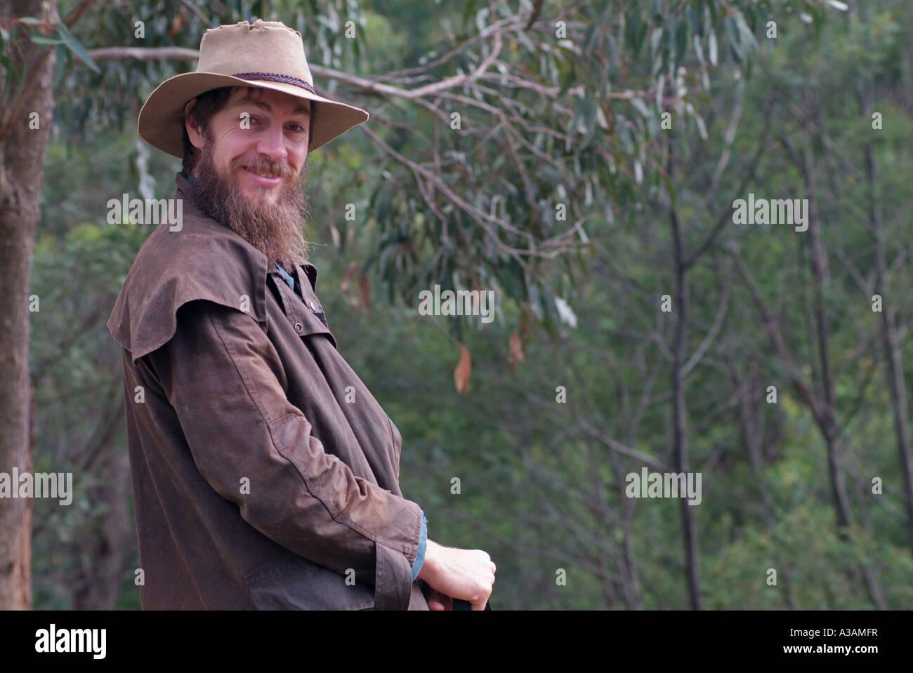 Ganadero australiano montañas campesino con sombrero Akubra y driza Escudo  óseo 3d8b80f55ab