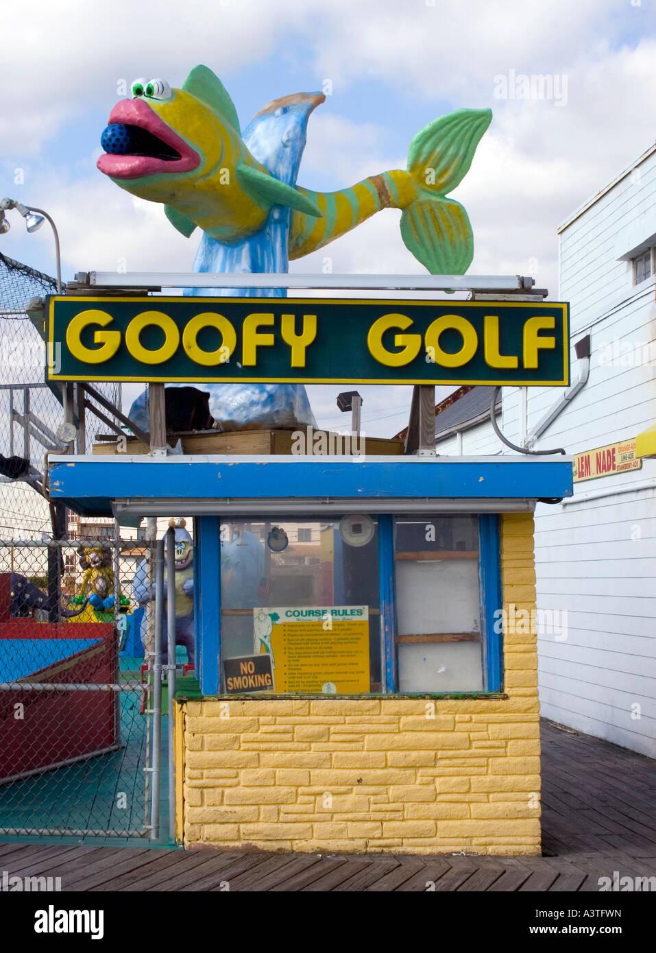 Pescado a Goofy Golf en el Boardwalk en Ocean City Maryland Foto de stock