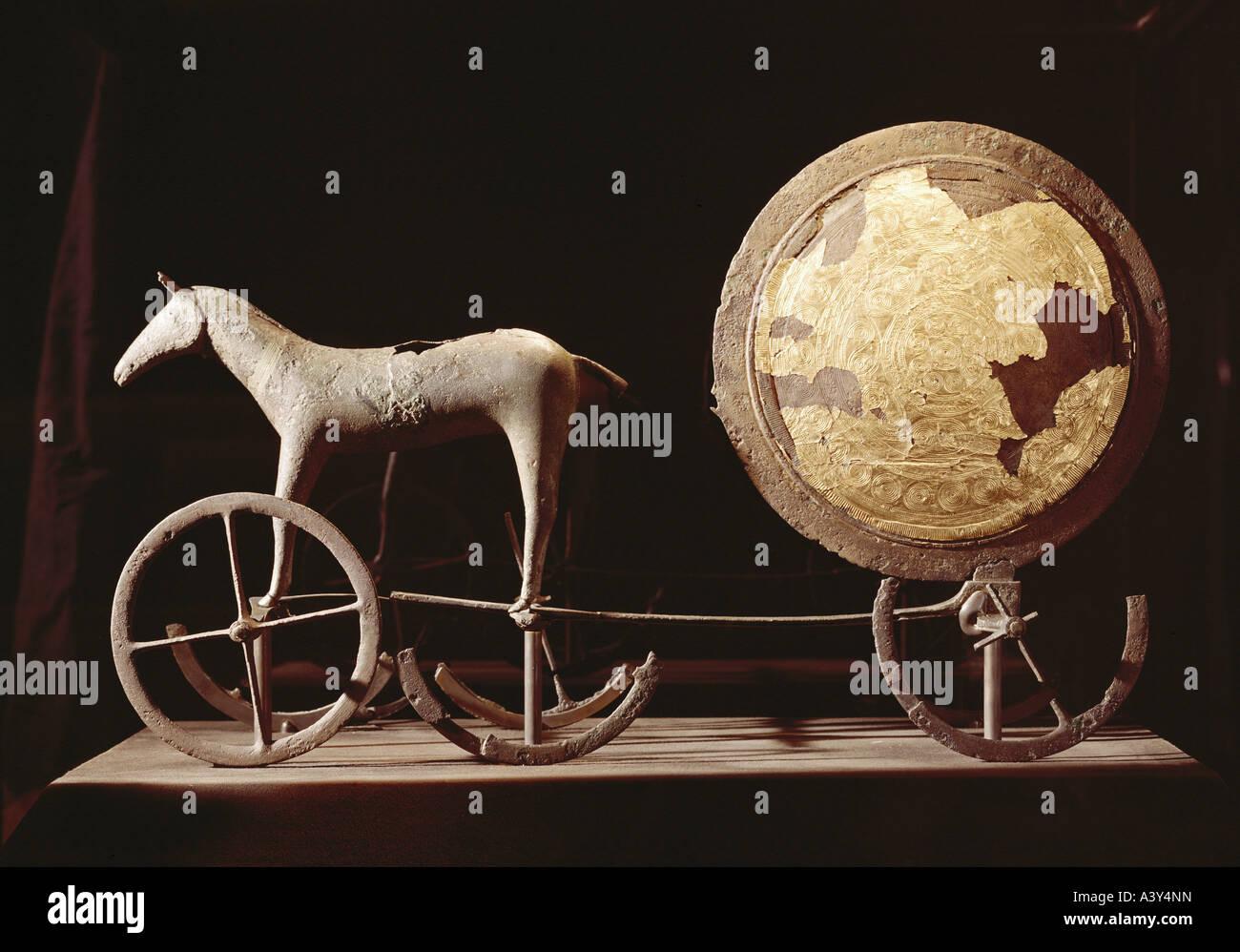 Bellas artes, de la edad del bronce, Trundholm sun chariot, circa 1400 BC, bronce y oro, Museo Nacional de Copenhague, Dinamarca, la religión, la 15a. Foto de stock