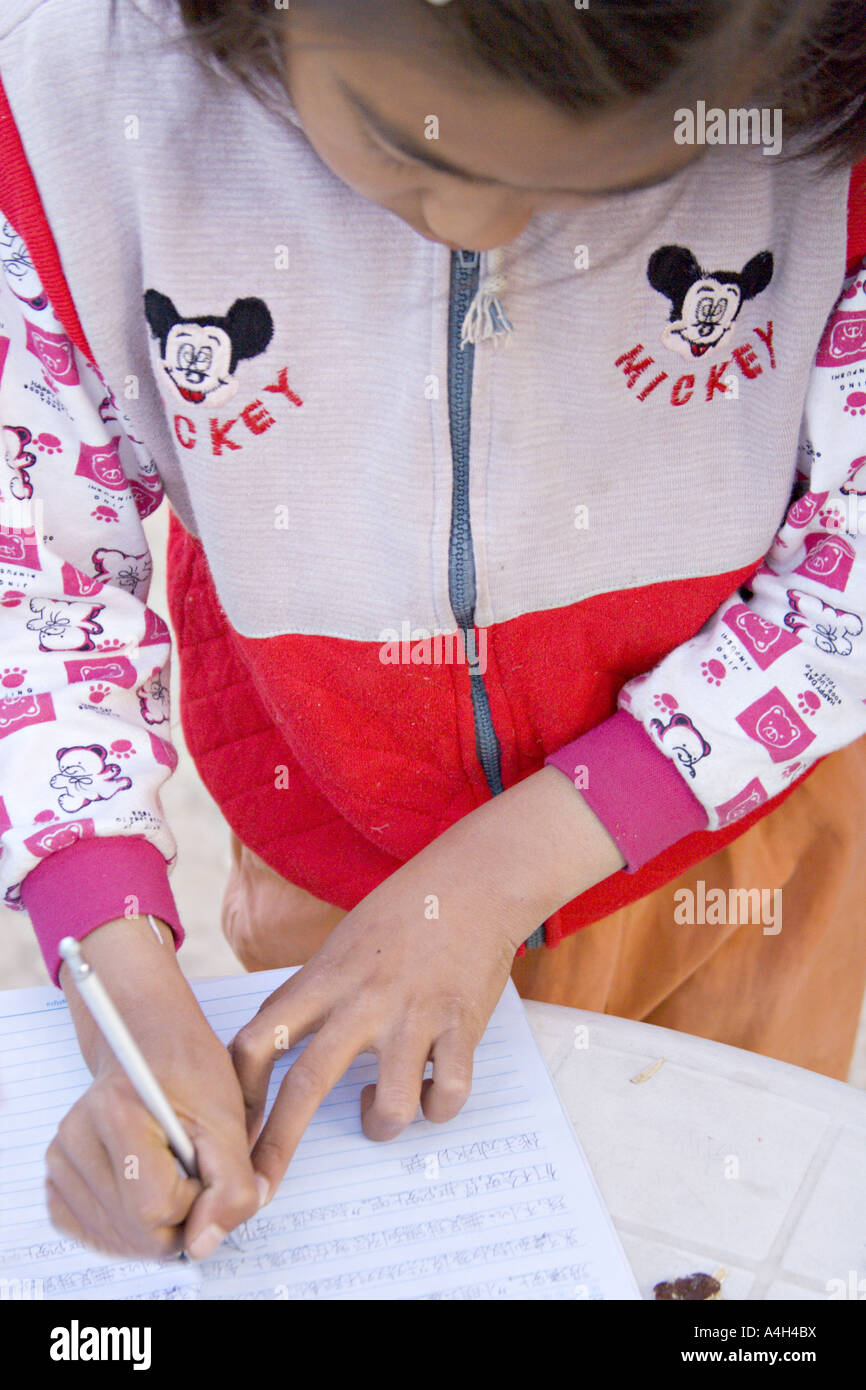 CHINA SIMATAI joven China llevaba una chaqueta de Mickey Mouse ...