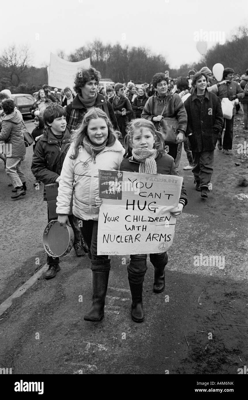 Manifestación contra las armas nucleares, de Greenham Common US Air Base, cerca de Newbury, Berkshire, Viernes, Imagen De Stock