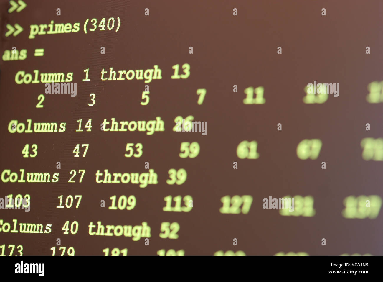 Lista de números primos en la pantalla de ordenador Imagen De Stock