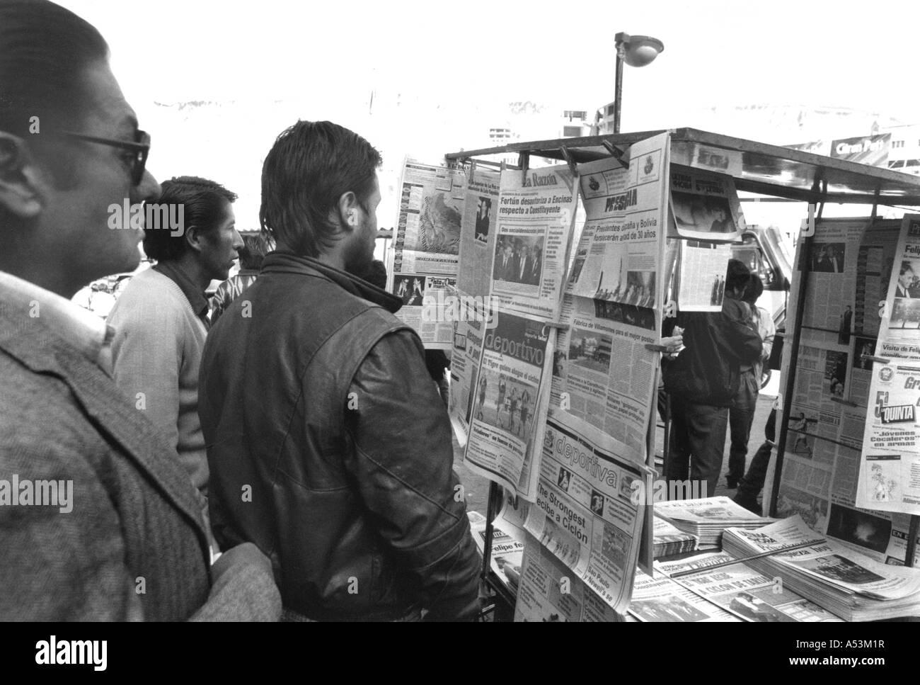 Painet ja1348 en blanco y negro de personas indonesia Yakarta país nación en desarrollo incipiente cultura económicamente desarrollados Foto de stock