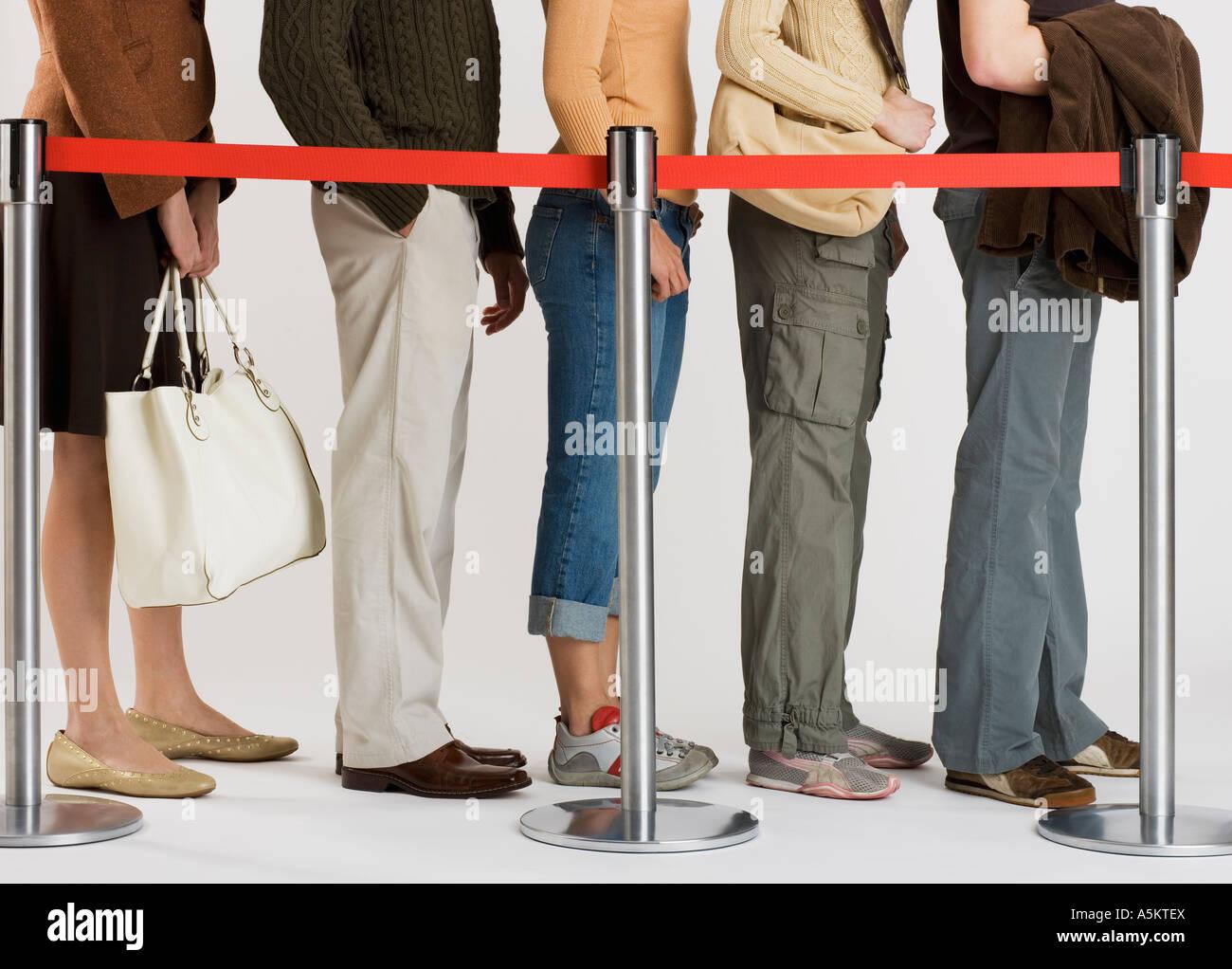 Grupo de gente que se encontraba en línea Imagen De Stock