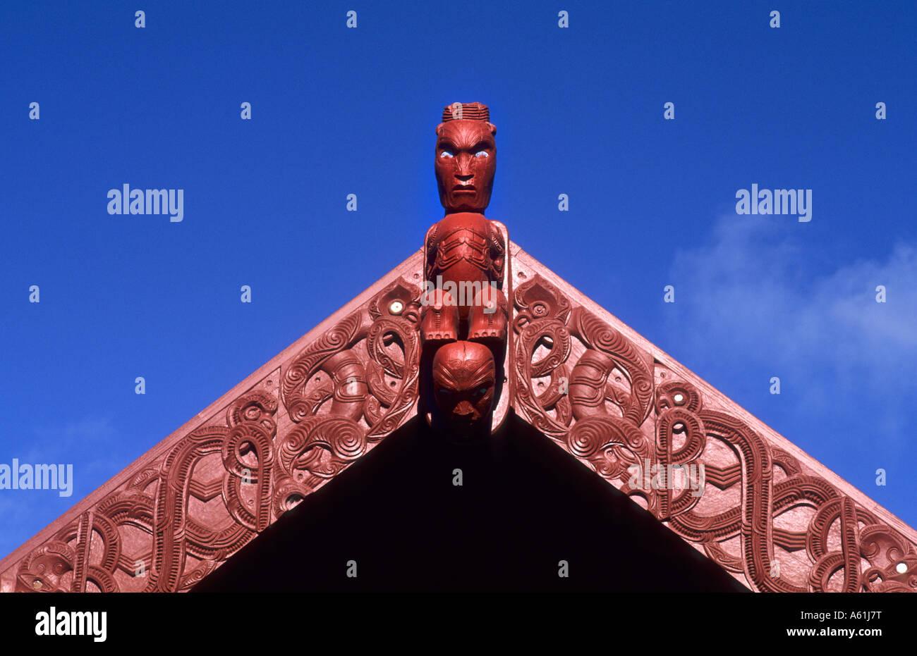 Tallas en madera de arte maorí nativo en NZ Instituto de Artes y ...