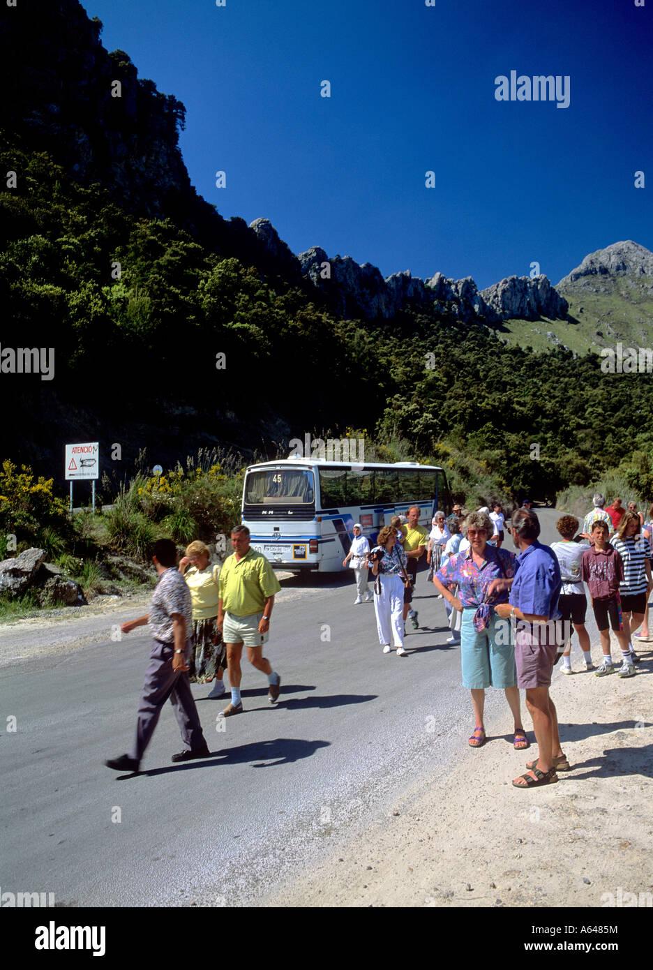 Los turistas en viaje de turismo tras romper isla de Mallorca islas baleares españa sólo para uso editorial Imagen De Stock