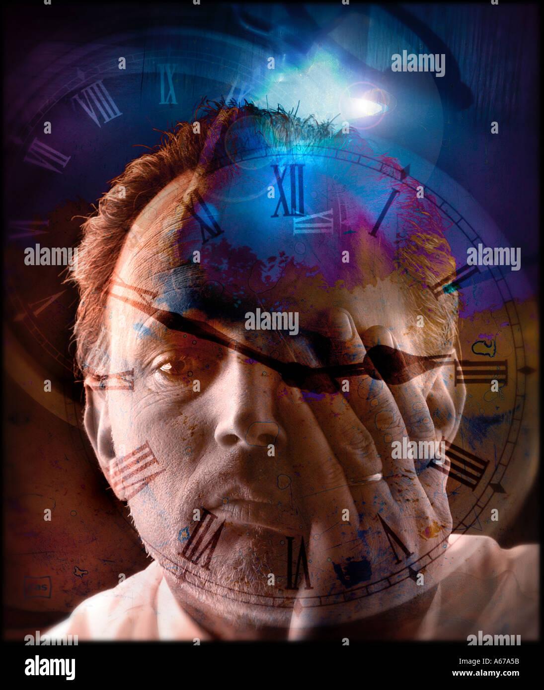 Cambio de hora hombre frotarse los ojos con cara de reloj y cielo oscuro en el collage concepto temporal Imagen De Stock