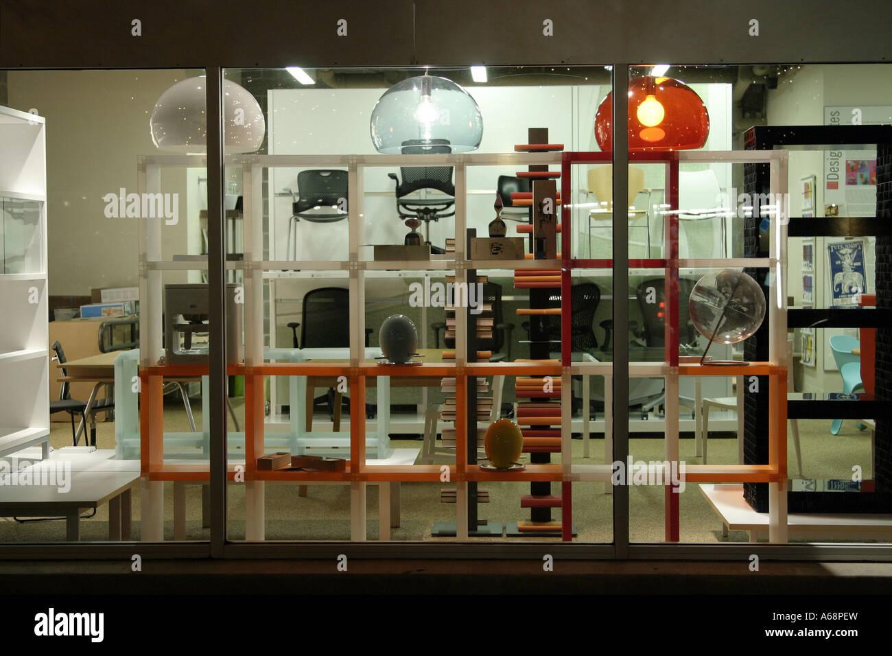 Un escaparate de muebles modernos en Austin, Texas Foto & Imagen De ...