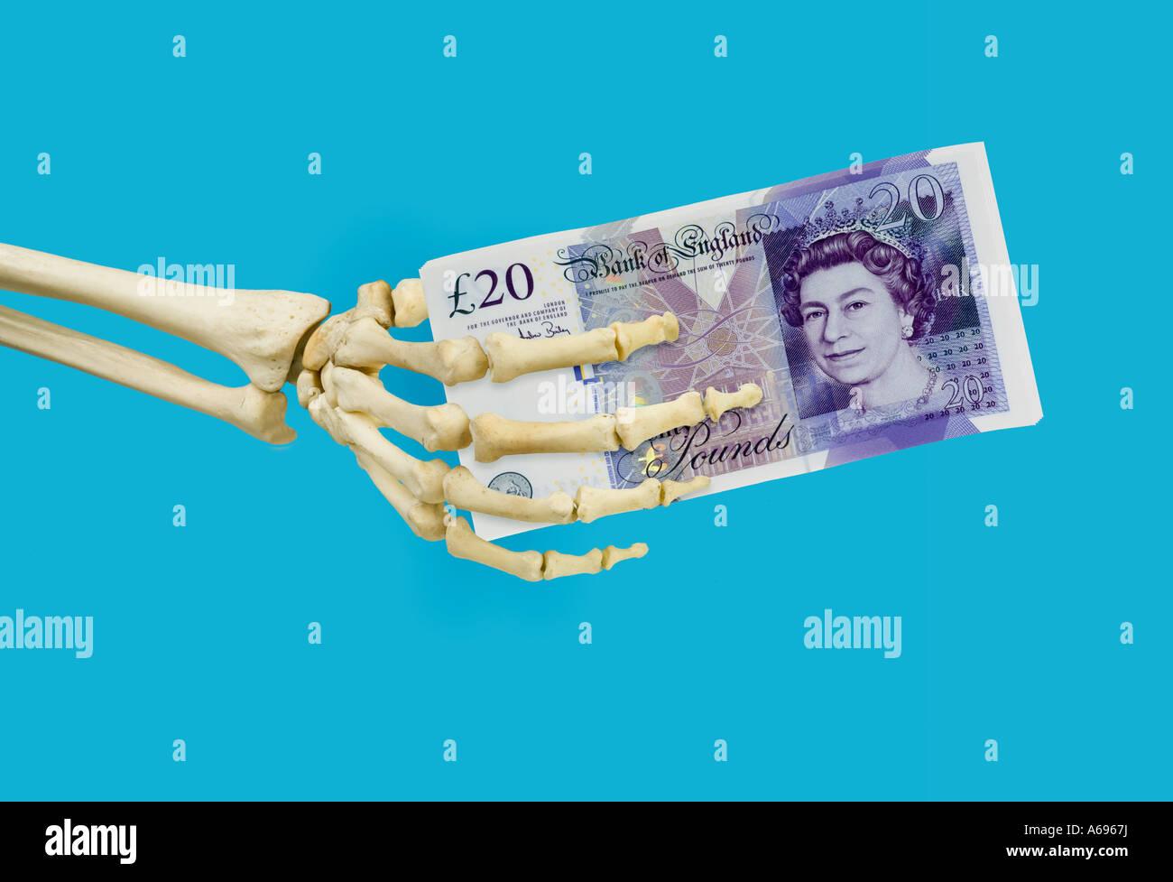 Esqueleto Humano Sujetando La Mano Derecha 20 New British Pound